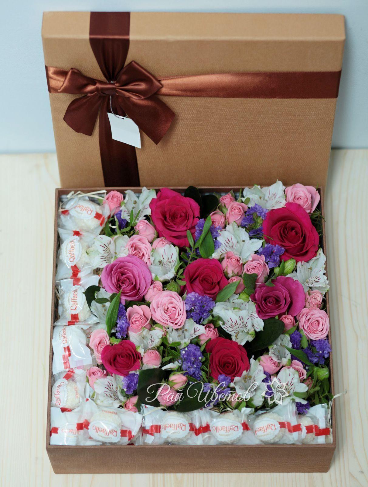 Букет из живых цветов в коробке своими руками 38